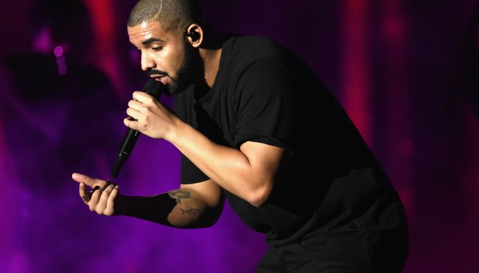 TOPPER LISTENE: Drake er Spotifys - og antakelig verdens - mest strømmede artist. I 2018 ble låtene hans strømmet hele 8,2 milliarder ganger på Spotify aleine. Foto: NTB Scanpix/AFP