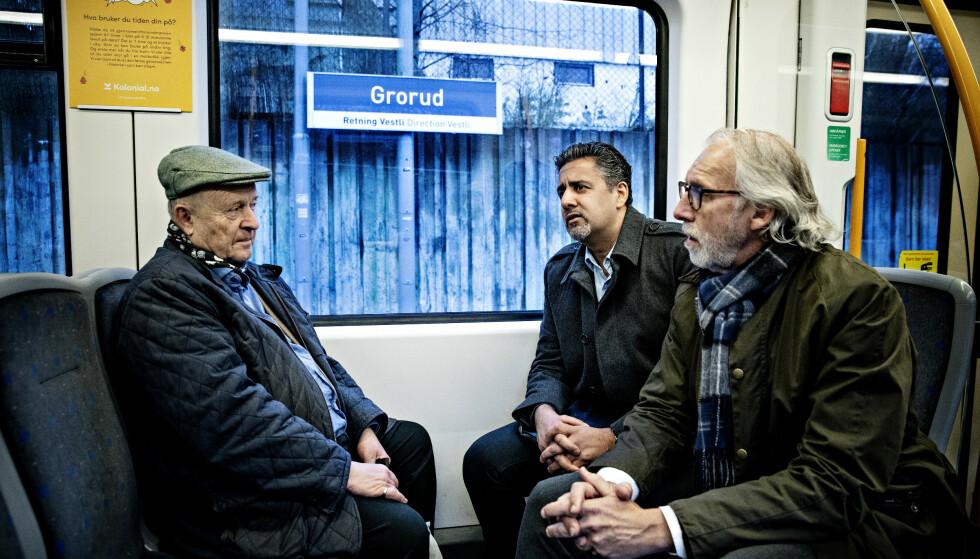 VENSTRE-FRONT: Venstre-toppene Odd Einar Dørum, Abid Raja og Carl-Erik Grimstad rister på hodet over koranbrenningen i Kristiansand. De fordømmer handlingen, men mener det ikke kan forbys. Foto: Nina Hansen / Dagbladet