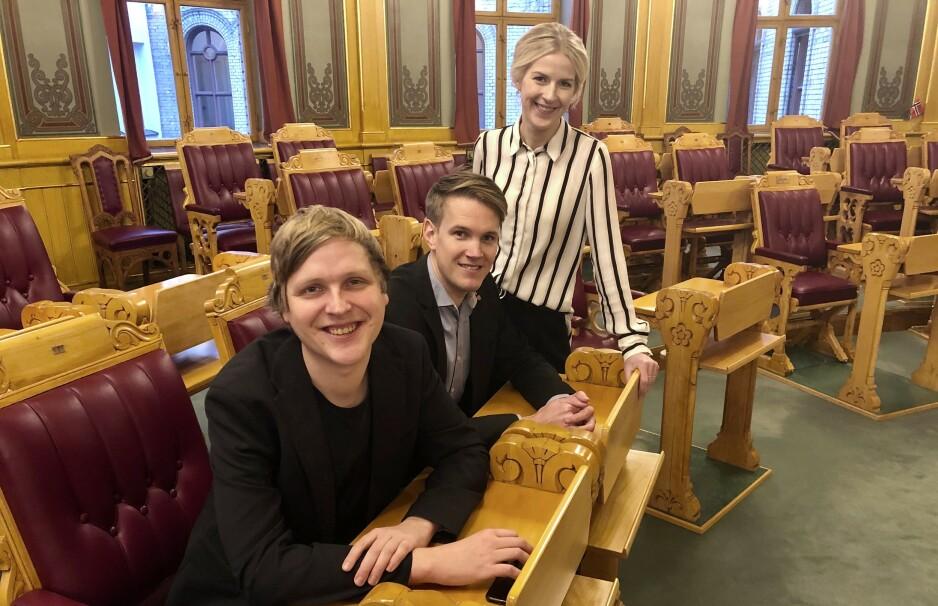 LØNNSKRITISKE: Arbeiderparti-representantene, fra venstre: Åsmund Aukrust (34), Torstein Tvedt Solberg (34) og Elise Bjørnebekk Waagen (29) oppfordrer til debatt om nivået på stortingslønningene. Foto: Gunnar Ringheim / Dagbladet