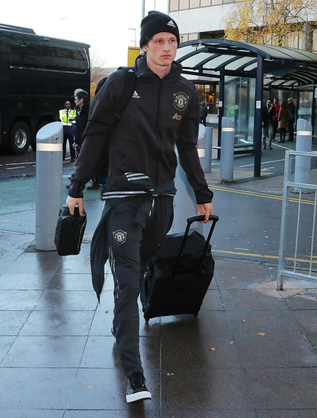 KLAR FOR AVREISE: Max Taylor på flyplassen i Manchester i ettermiddag. Foto: NTB scanpix