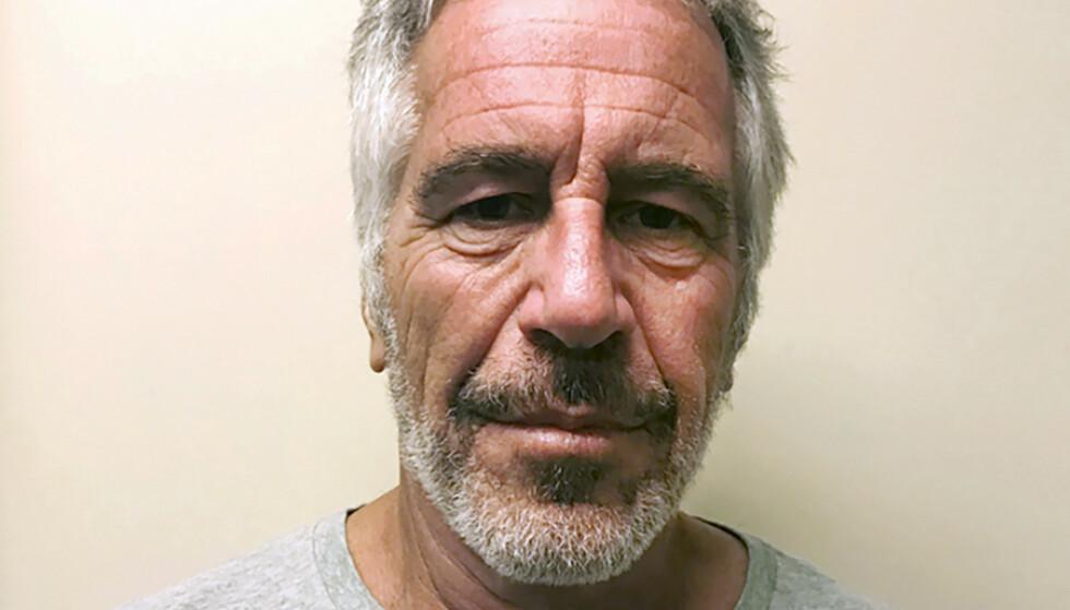 SKANDALEMILLIARDÆR: Jeffrey Epstein døde i fengsel i New York i august. Han var da siktet for menneskehandel og overgrep. Ifølge amerikanske myndigheter tok han sitt eget liv i fengsel. Foto: NTB Scanpix