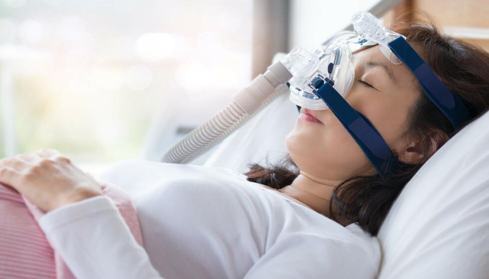 SNORKER MINDRE: Kvinner snorker gjerne ikke like høylytt som menn. De kan fortsatt ha pustestans under søvn. Se hvilke symptomer du må være obs på. FOTO: NTB Scanpix.