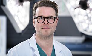 REAGERER: Plastikkirurg Børge Davik ved Aleris Frogner i Oslo fraråder kvinner å la seg fettsuge kort tid etter fødsel. Foto: Aleris