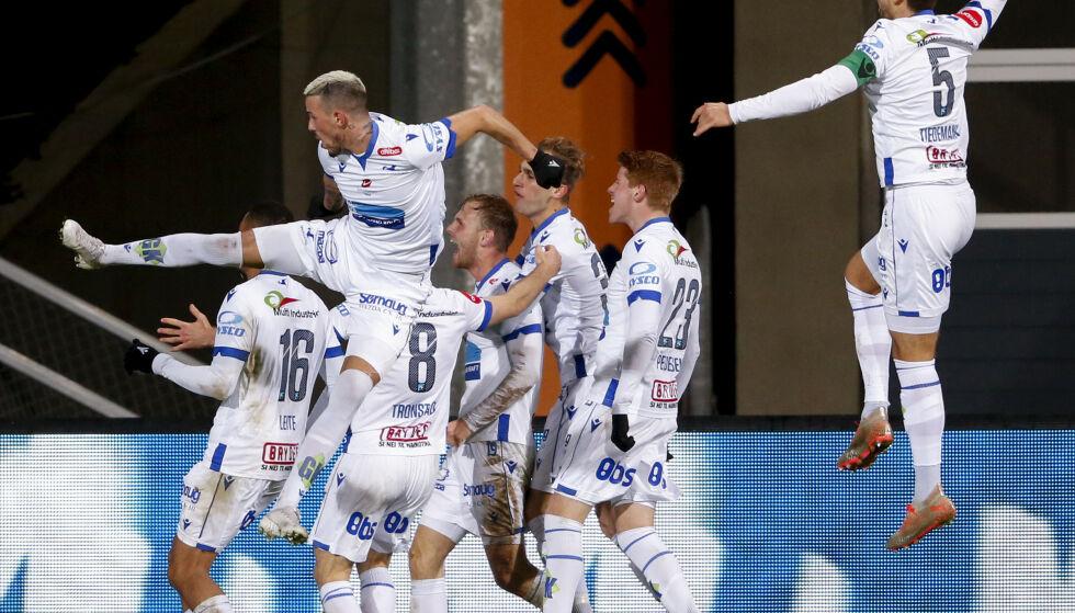 GODE: Haugesundspillere jubler etter 3-1 målet mot Odd på Haugesund stadion. Målscorer Haugesunds Mikkel Desler Puggaard (bak i midten) Foto: Jan Kåre Ness / NTB scanpix
