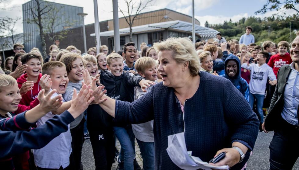 FØDSELSTALLENE SYNKER: Forskerne klør seg i hodet. Statsminister Erna Solberg og politikerne fortviler. Men ser man nærmere på samfunnsmoralen, er ikke det rare at det fødes få barn. Det rare er snarere at det fortsatt fødes så mange, skriver innsenderen. Foto: Stian Lysberg Solum / NTB Scanpix