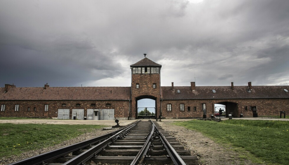 KRITISERES: Nettforhandleren har nå trukket flere produkter som har brukt bilder av Auschwitz som motiv. Foto: Scanpix