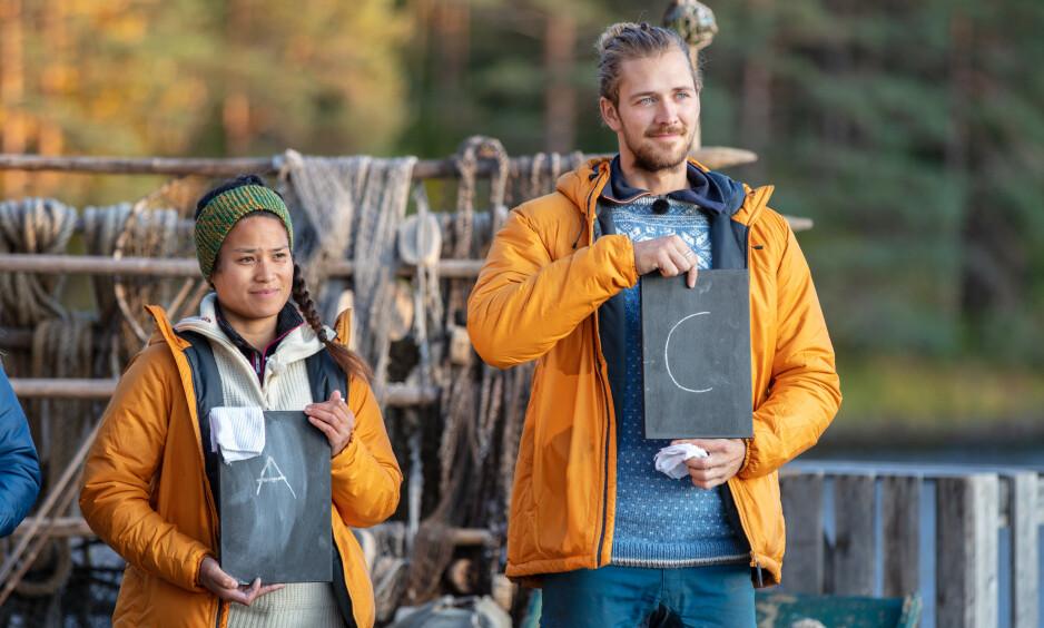 KUNNSKAPSKONKURRANSE: Den første dagen i finaleuka ble deltakerne testet i gårdskunnskap. For to av dem ble dette slutten på gårdseventyret. Foto: Alex Iversen / TV 2