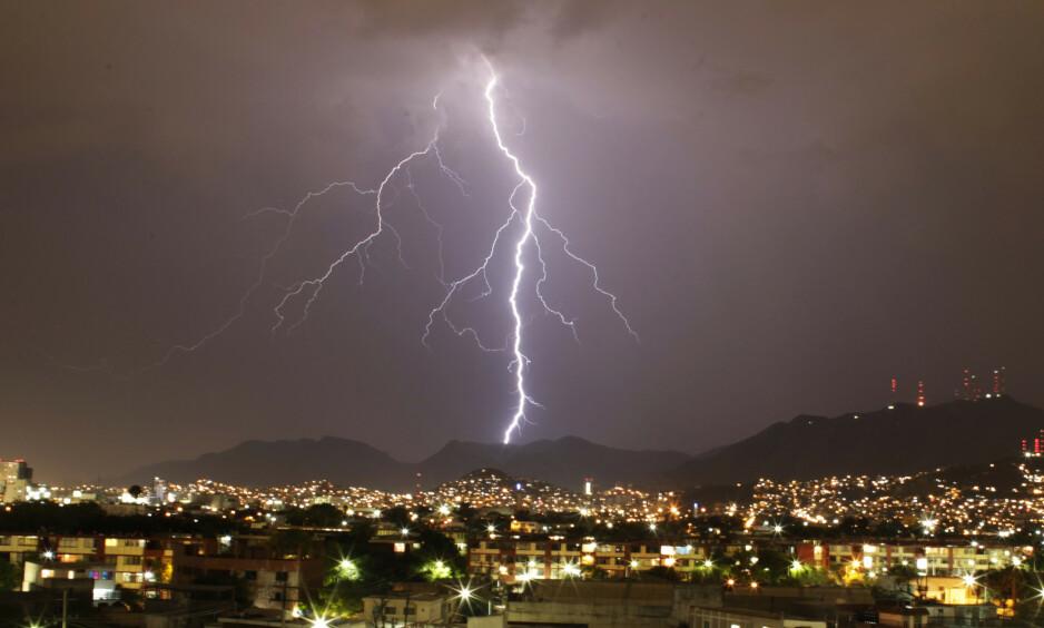LYN: Fenomenet lyser opp himmelen over Monterrey. Her fra mai 2014. Foto: Daniel Becerril / Reuters / NTB Scanpix