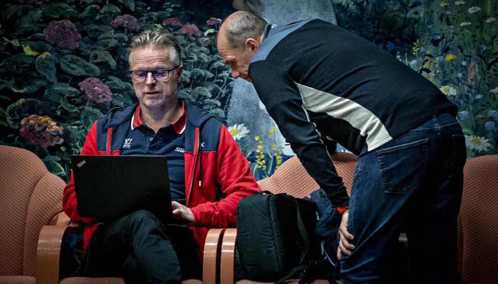 SWIX-LEDELSEN: Brav-sjef Åge Skinstad  sammen med forsknings- og utviklingssjef Christian Gløgård i Swix/Brav Norway (t.h.) på Beitostølen i vinter. Gløgård sier avtalen med Miteni ville blitt oppsagt i dag. Foto: Bjørn Langsem