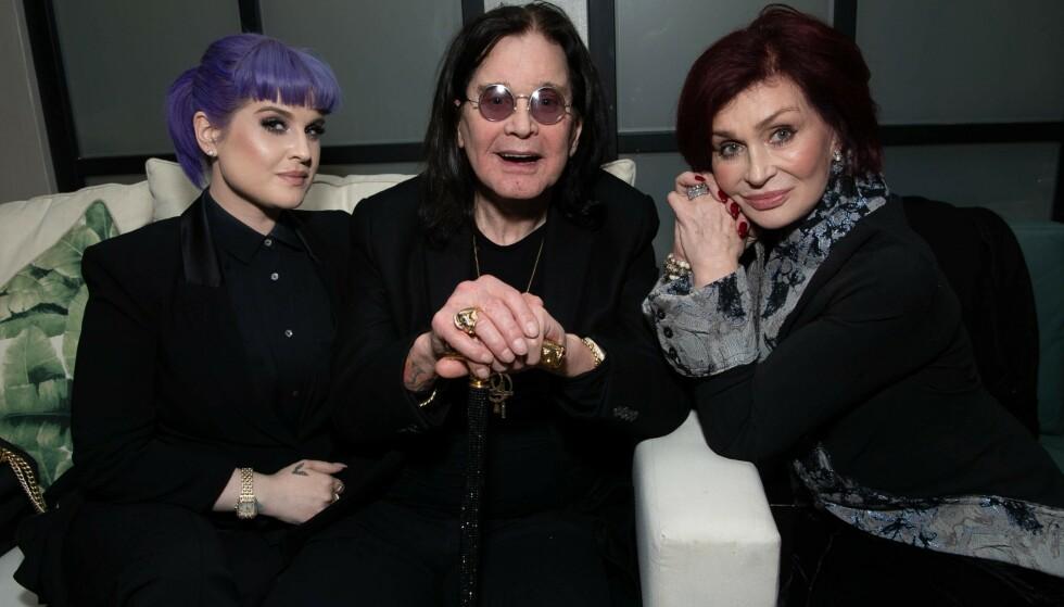 NYLIG: Ozzy og Sharon Osbourne sammen med datteren Kelly 4. desember i år. Foto: NTB Scanpix