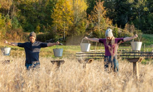 NÆRE VENNER: Erik Rotihaug (24) og Agna Hollekve (47) utviklet et tett vennskap på gården. Foto: Alex Iversen/TV 2