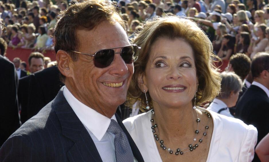 DØD: Ron Leibman gikk bort 82 år gammel som følge av lungebetennelse. Her avbildet sammen med kona Jessica Walter under Emmy Awards i 2005. Foto: NTB Scanpix