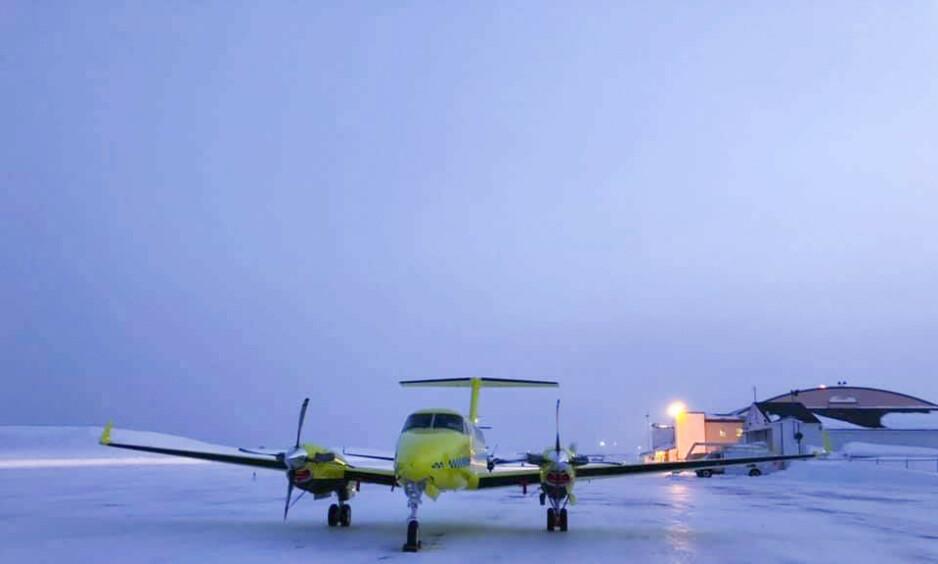 KAMP OM AMBULANSEN: Opposisjonen på Stortinget krever at Babcocks kontrakt sies opp. Lufttransport, den gamle operatøren, ønsker langsiktige rammevilkår for å overta. Foto: Foto: BSAA / NTB scanpix