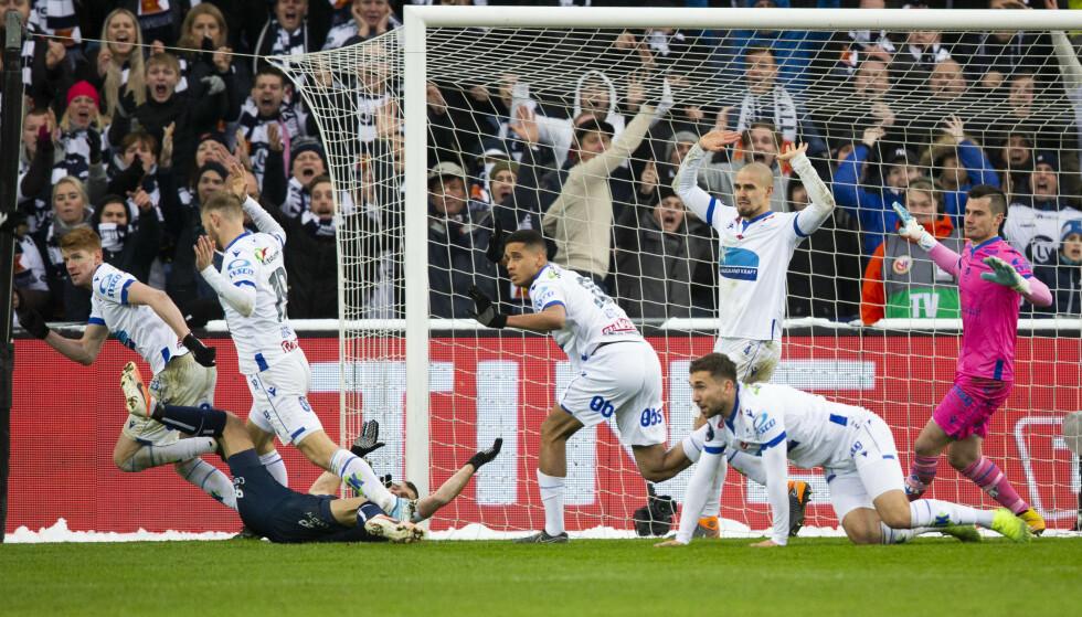 STRAFFESITUASJONEN: Det var stor uenighet rundt om det var et straffespark i cupfinalen. Foto: Trond Reidar Teigen / NTB Scanpix