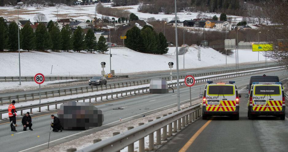 DØDSULYKKE: En person omkom etter en ulykke på E6 i Trondheim tidligere i desember. Foto: Joakim Halvorsen