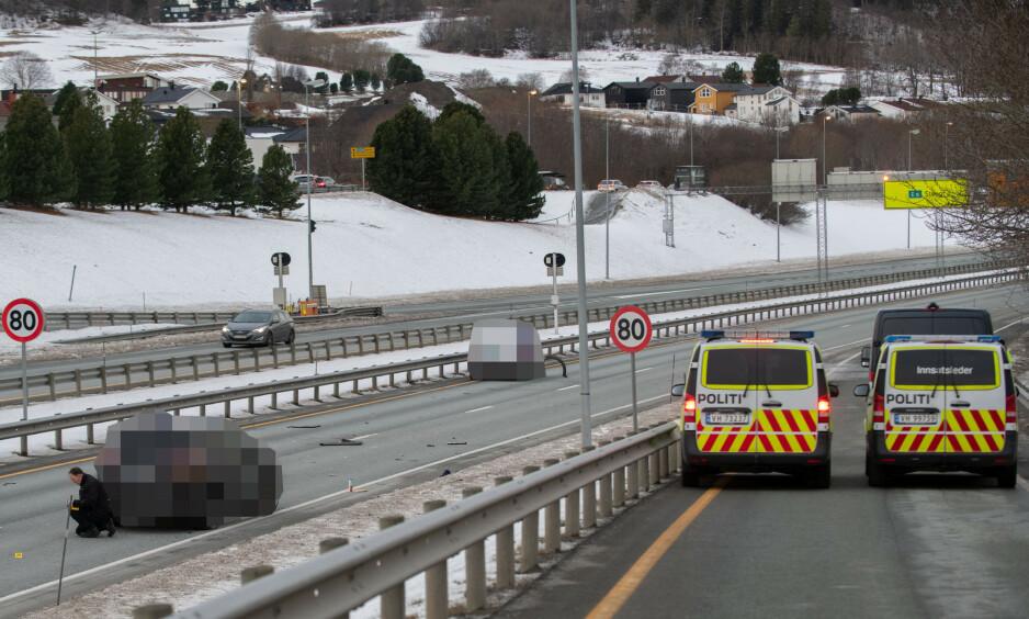 DØDSULYKKE: En person omkom etter en ulykke på E6 i Trondheim. Foto: Joakim Halvorsen