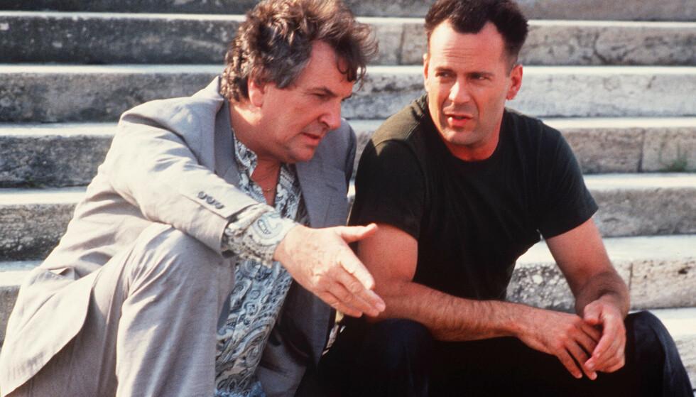 STJERNE: Aiello spilte i flere populære filmer. Her sitter han ved siden av actionstjerna Bruce Willis i filmen «Hudson Hawke» fra 1991. Foto: Tri-Star/Kobal/REX; NTB scanpix