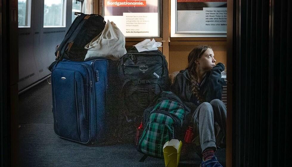 OVERFYLT TOG: Ifølge Greta Thunberg ble toget hennes fra Basel i Sveits tatt ut av trafikk. Dermed ble hun sittende på gulvet mellom Basel og Göttingen. Ifølge Deutsche Bahn hadde imidlertid Thunberg billett på første klasse resten av turen. Foto: Greta Thunberg