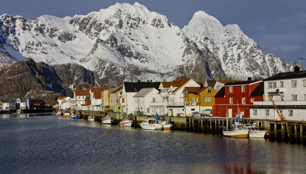 FRAFLYTTING: Den totale fraflyttingen fra Nord-Norge har økt under Erna Solberg, men hele økningen kan tilskrives økt fraflytting blant innvandrere. Her fra Henningsvær i Lofoten. Foto: NTB Scanpix