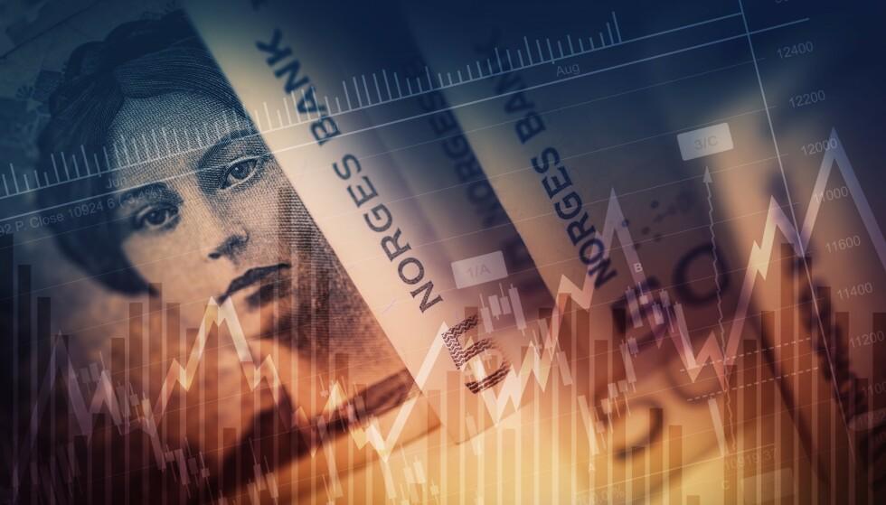 SER I KRYSTALLKULEN: Analytikerne tror på svakere vekst i økonomien og moderat boligprisvekst i 2020. Men renta forblir lav - og vi får litt mer i lønningsposen. Foto: NTB scanpix