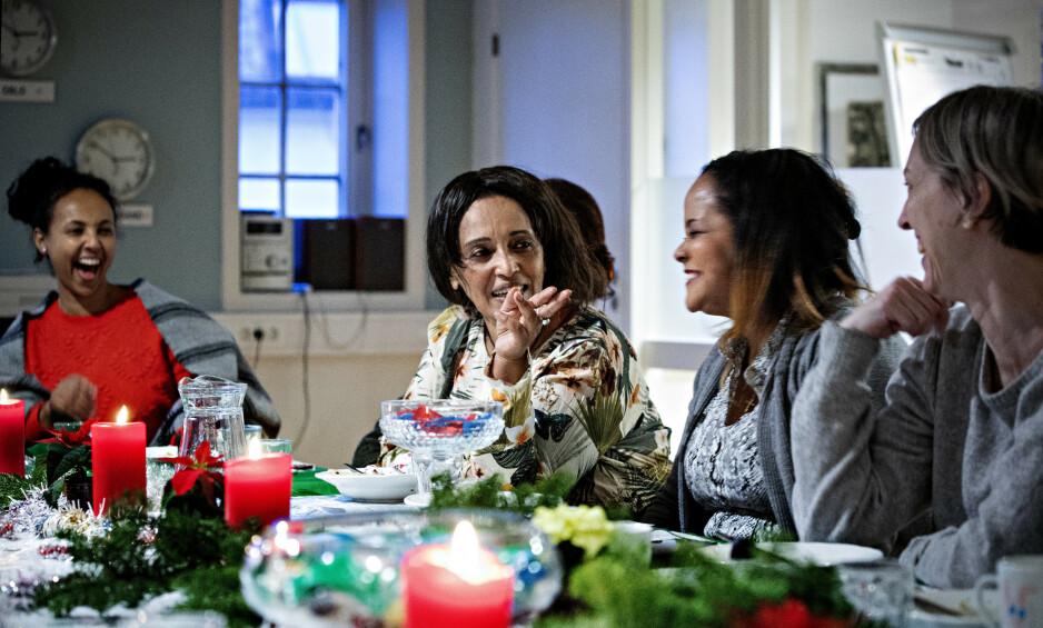 STØTTER HVERANDRE: Mandag denne uka var «Anna», Lula Tekle og Senait Tewelde (n2.fh) på juleavslutning i regi av Mennesker i limbo, de papirløses organisasjon. - Det er fint å være her, sammen. Juletida er vanskelig, da de fleste er sammen med familiene sine og mye er stengt. Alle foto: Nina Hansen / Dagbladet