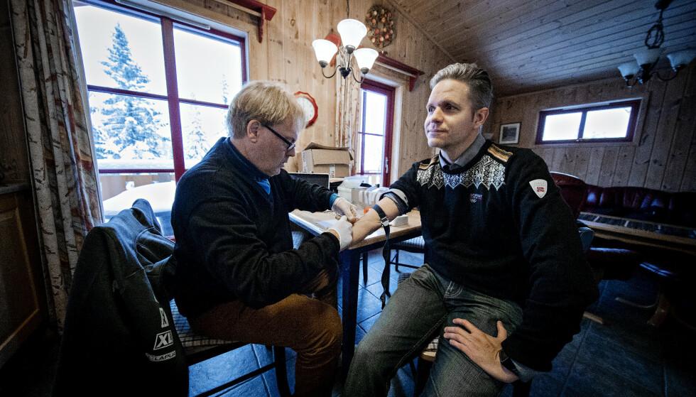 TOK NY TEST: Tidligere smøresjef for skiskytterne og kombinertløperne, Tom Idar Haugen, sluttet helt med fluorprodukter i 2016 etter høye fluornivåer i blodet. I høst lot han seg teste av legespesialist Bård I. Freberg på oppdrag fra Dagbladet. Foto: Bjørn Langsem / Dagbladet