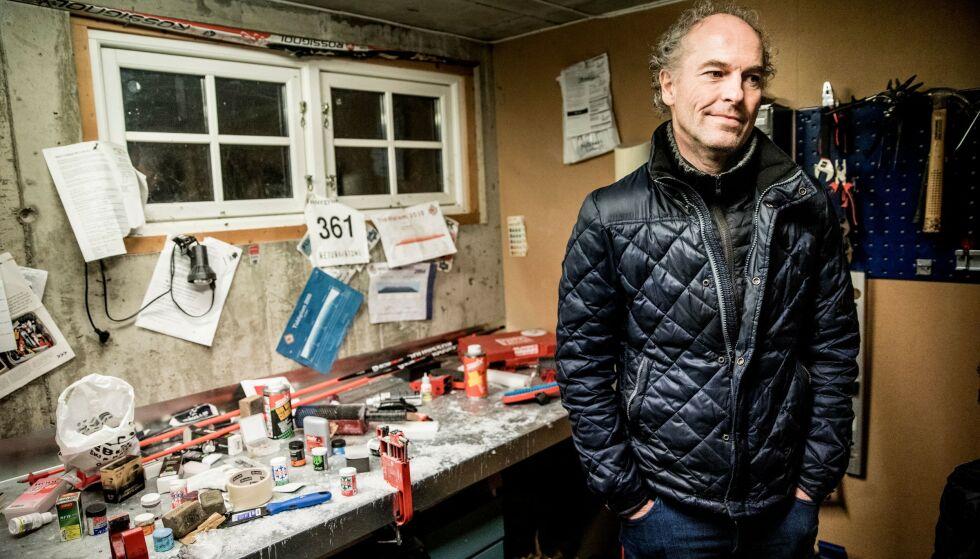 I bua: Arne tilbake i Torils smørebu. - Det gjør vondt, sier han. Foto: Christian Roth Christensen.
