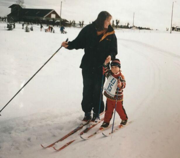 Tidlig skitur: Eldste datter Celine på skitur med mamma. Foto: privat
