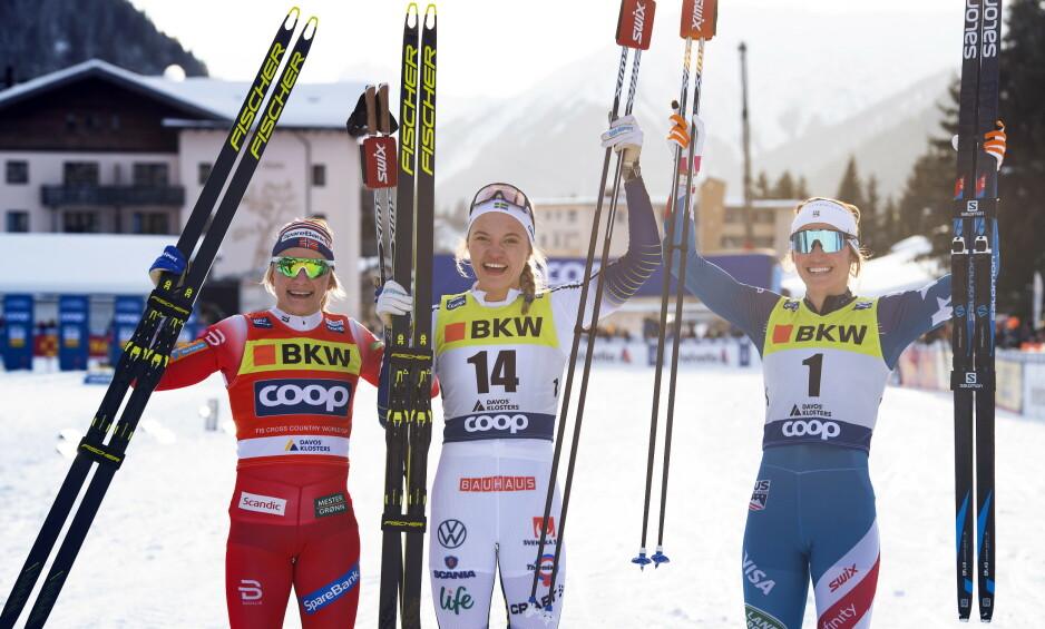 TRIUMF: Linn Svahn (i midten) gikk til topps i Davos foran Maiken Caspersen Falla (t.v.) og Sophie Caldwell. Foto: NTB scanpix