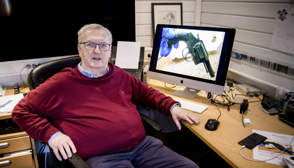 PISTOLFUNN: Tore Sandberg fikk overlevert revolveren fra en mann på Østlandet 6. november. Foto: Lars Eivind Bones / Dagbladet