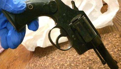 PRØVESKYTING: Kripos mottok revolveren for analyser 20. desember. Den skal nå prøveskytes for å undersøke om prosjektilene gir samme signatur som funnene på Orderud gård. Foto: Tore Sandberg / NTB scanpix