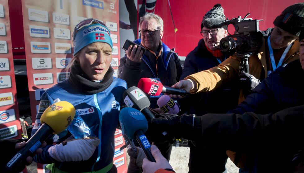 FORKLARTE SEG: Therese Johaug møter pressen etter trening på en hviledag i Toblach. Foto: Terje Pedersen / NTB Scanpix