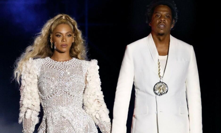 SJELDEN KOST: I går delte sangstjerna Beyoncé Knowles-Carter en video på Instagram med minner fra året som har gått. I videoen fikk man et sjeldent innblikk i nye bilder av blant annet Beyoncé og ektemannen Jay Z sine tvillinger, Sir og Rumi Carter. På slutten av videoen dukket derimot et bilde av hele familien opp - og det har ikke gått ubemerket hen. Foto: NTB Scanpix