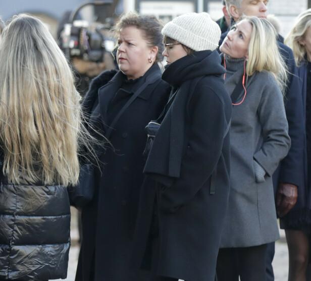 PREGET: Else Kåss Furuseth er blant de frammøtte før bisettelsen av Ari Behn i Oslo domkirke. Foto: NTB Scanpix