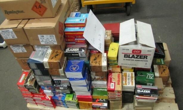 AMMNISJON: En del av ammunisjonsbeslaget, som omfatter 89 000 skarpe skudd. Foto: Politiet