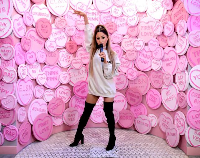 VOKSFIGUR: Fansen mente Madame Tussauds hadde truffet på antrekket og håret til Ariana Grande - men ikke noe annet. Foto: NTB Scanpix