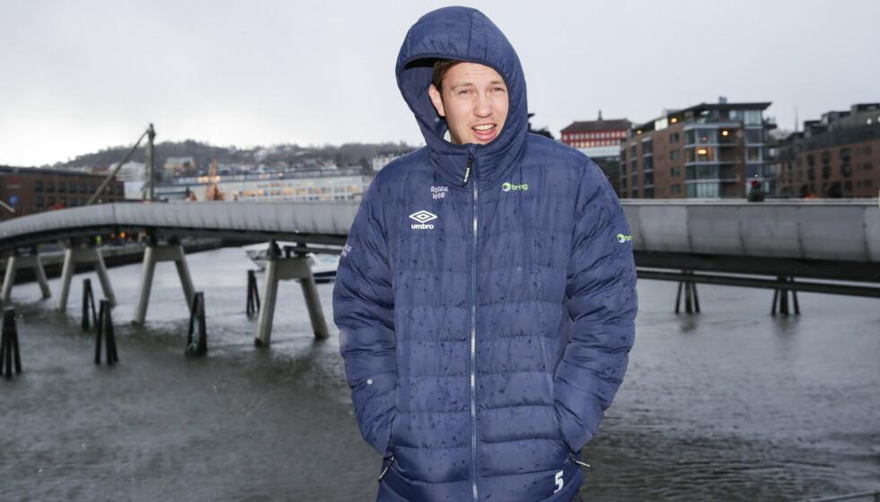 STJERNE: Sander Sagosen er på plass i regn og vind i Trondheim sammen resten av landslaget. Han drømmer om å lede laget til EM-gull. Foto: NTB scanpix / Vidar Ruud.