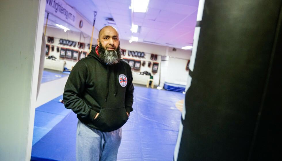 ÅPNET OPP: Shahid Rasool har åpnet dørene til treningssenteret for de som trenger noen å snakke med. Foto: Øistein Norum Monsen / Dagbladet