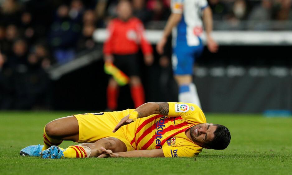 OPERERT: Luis Suárez er ute i fire måneder etter en kneoperasjon. Foto: Joan Monfort / AP / NTB scanpix