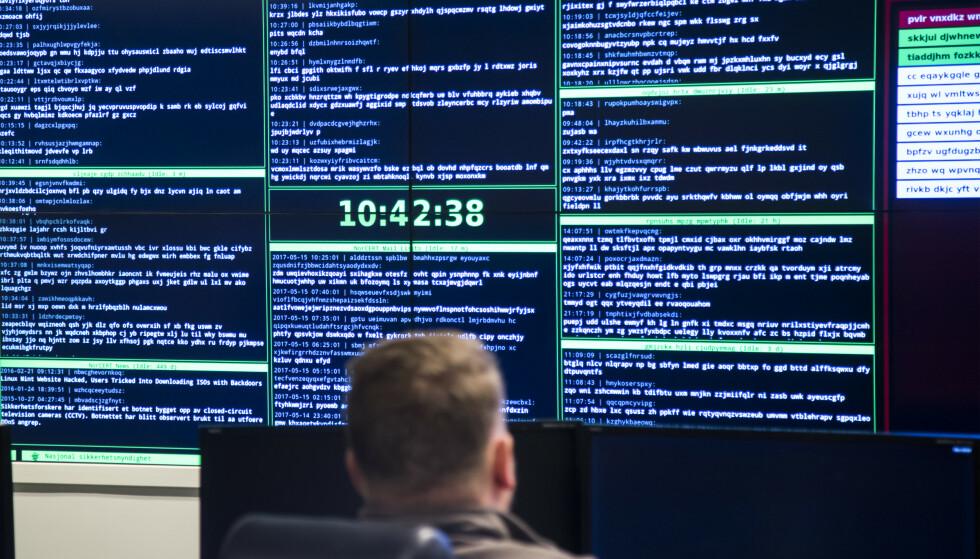ROPER VARSKO: Amerikanske myndigheter roper varsko om en sårbarhet ved Windows' operativsystem, som ble oppdaget av amerikansk etterretning. Også norske myndigheter ber brukere om å oppdatere programvaren. Foto: Heiko Junge / NTB Scanpix