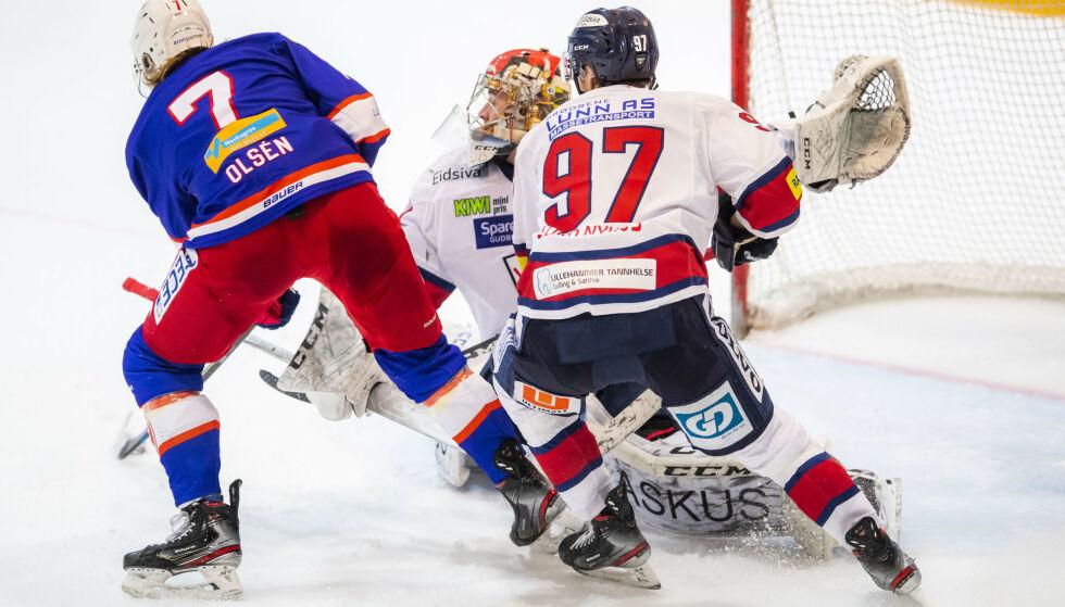 HELT: Henrik Olsén scorer Vålerengas vinnermål i 3-2-seieren over Lillehammer lørdag. Foto: Håkon Mosvold Larsen / NTB scanpix