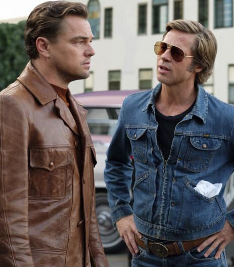 FILMSTJERNER: Leonardo Dicaprio og Brad Pitt i en scene fra filmen «Once Upon a Time in Hollywood». Foto: NTB Scanpix