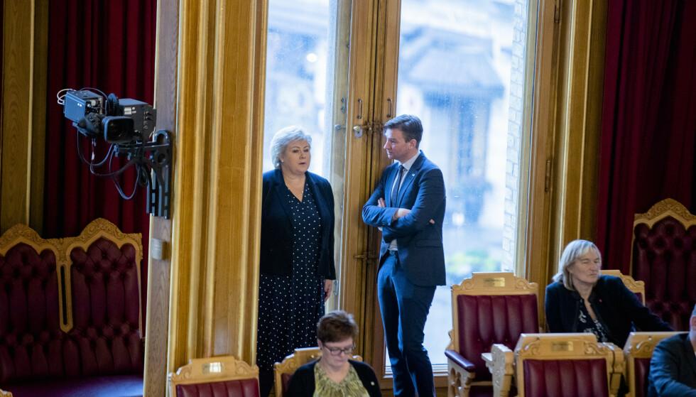 KRISEPAKKE: Erna Solberg og forsknings- og høyere utdanningsminister Henrik Asheim imponerer verken studentene eller Ap. Foto: Stian Lysberg Solum / NTB scanpix