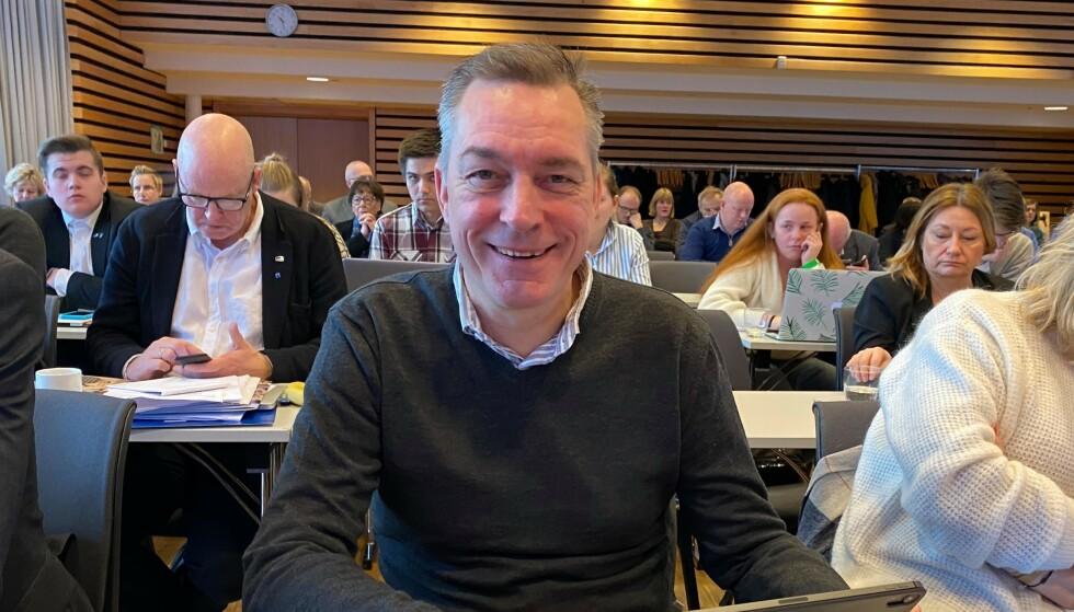 SPØKEFUGL: Frank Bakke-Jensen (H) tyr til humor og ironi for å svare på Oslo Høyres vedtak om å verne Lofoten, Vesterålen og Senja mot konsekvensutredning. Forsvarsministeren befinner seg på Troms og Finnmark Høyres årsmøte i Tromsø. Foto: Privat