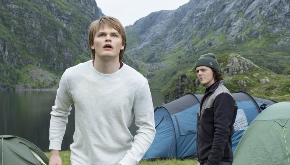 STJERNESKUDD: David Stakston (til venstre) ble kjent gjennom NRK-suksessen «Skam», mens Jonas Strand Gravli hadde en av hovedrollene i Paul Greengrass' film «22 July». Foto: Netflix