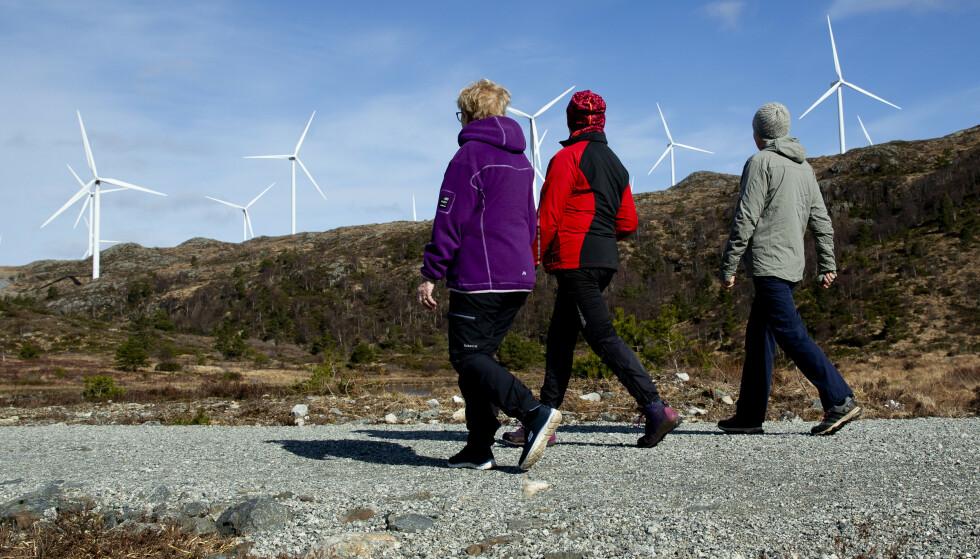 STRØM: Vi bruker dobbelt så mye strøm som svenskene, 70 prosent mer enn danskene og 10 ganger mer enn verdensgjennomsnittet. Det sier seg selv at vi har et enormt potensial for å spare energi, skriver innsenderen. Bilde fra Midtfjellet vindpark i Fitjar kommune. Foto: Jan Kåre Ness / NTB scanpix
