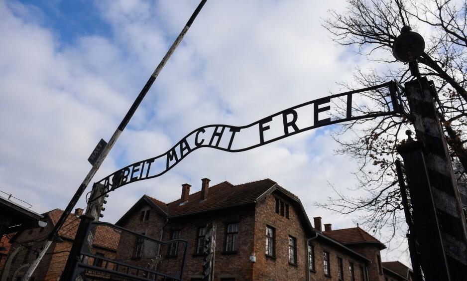MINNESMERKE: Hovedporten til Auschwitz, som i dag er museum og minnesmerke over alle dem som døde der. Foto: Omar Marques / Sopa / Shutterstock / NTB Scanpix