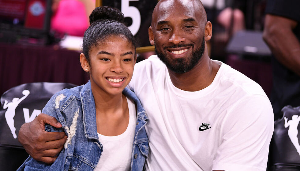 OMKOM: Kobe Bryant sammen med dattera Gianna som også omkom i helikopterstyrten. Foto: Stephen R. Sylvanie/USA TODAY Sports/NTB Scanpix