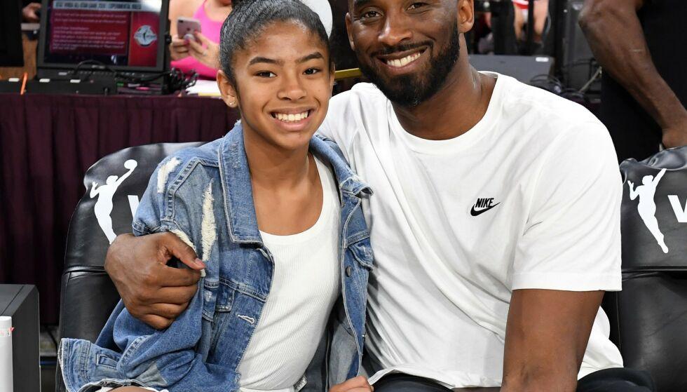 DØDE: Basketballegenden Kobe Bryant og datteren Gianna (13) var blant dem som døde da helikopteret de satt i styrtet i Los Angeles i januar. Foto: Ethan Miller/Getty Images/AFP
