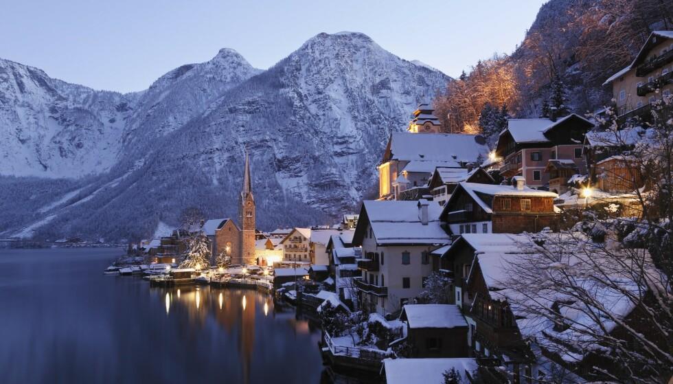 INSPIRERT: Den fiktive landsbyen i «Frozen»-universet skal ha hentet inspirasjon fra Hallstatts vakre arkitektur. Det får turistene til å strømme til. Foto: NTB Scanpix